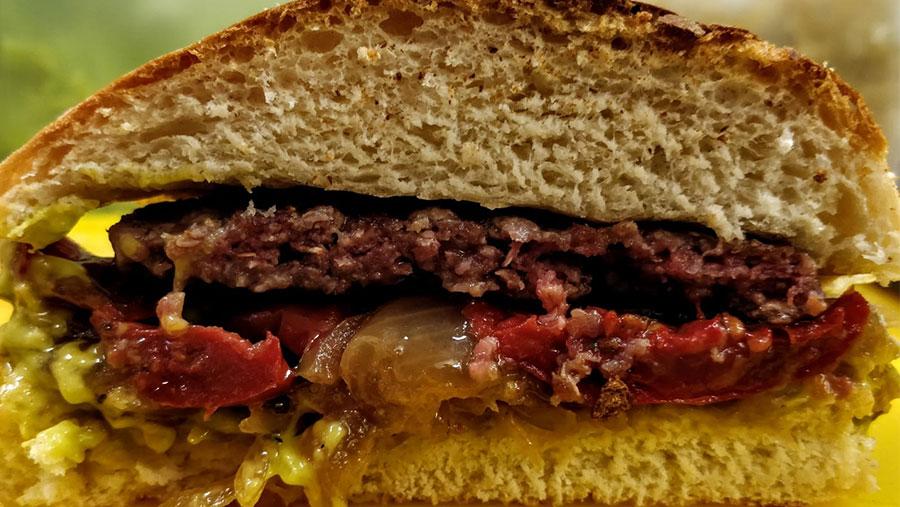 Il Masetto e Genowa insieme per il primo meme burger della storia!
